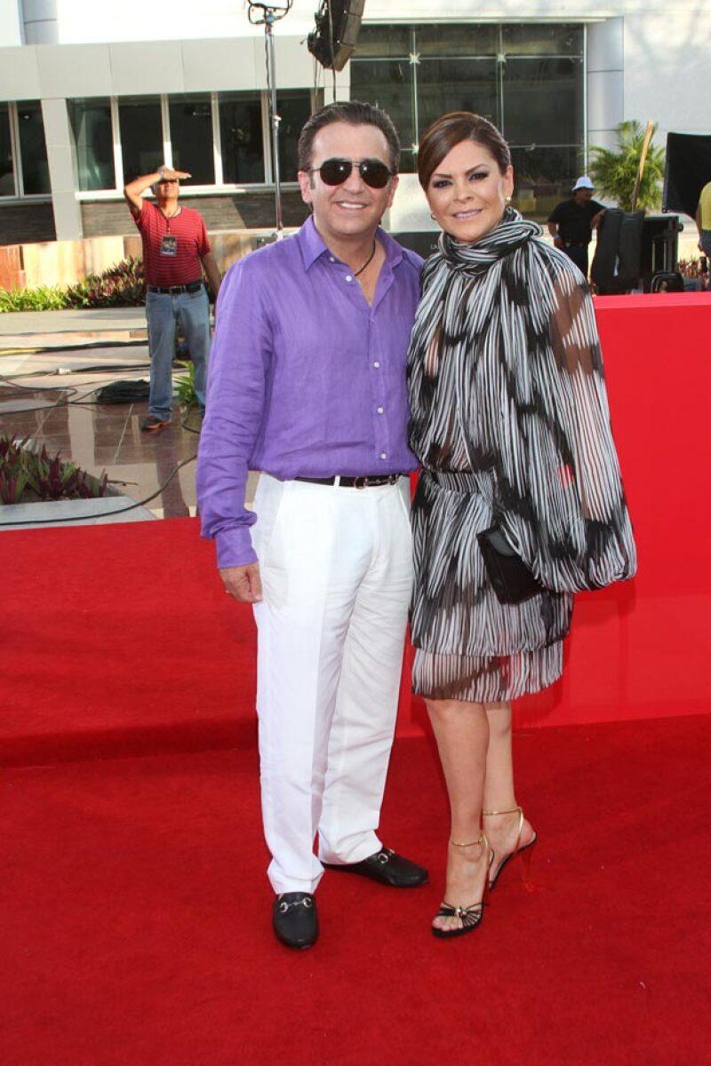 La empresa que representan al hijo del cantante Vicente Fernández ha comunicado que la separación ha sido de mutuo acuerdo entre el matrimonio.
