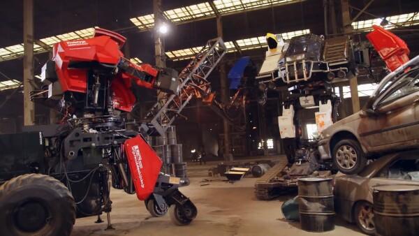 Miles de personas disfrutan en la red de un combate entre robots gigantes