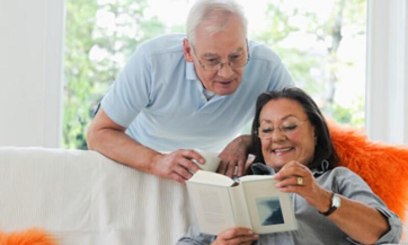 El sector privado debe educar a los ciudadanos sobre cómo prepararse mejor para su jubilación, con ayuda del Gobierno. (Foto: Thinkstock)