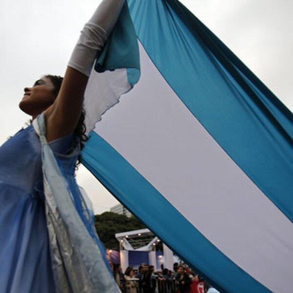 Mujer de Mendoza en desfile de Argentina EFE