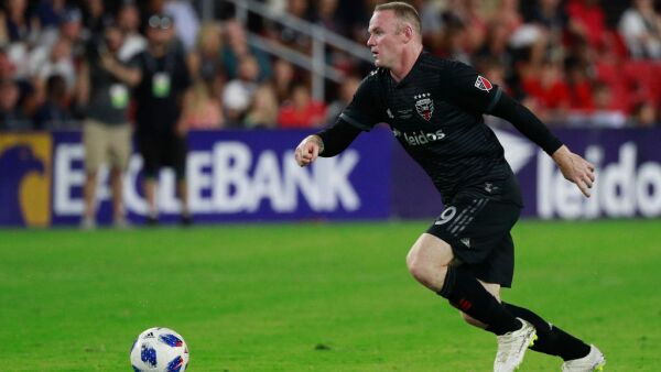 Wayne Rooney DC United defensa