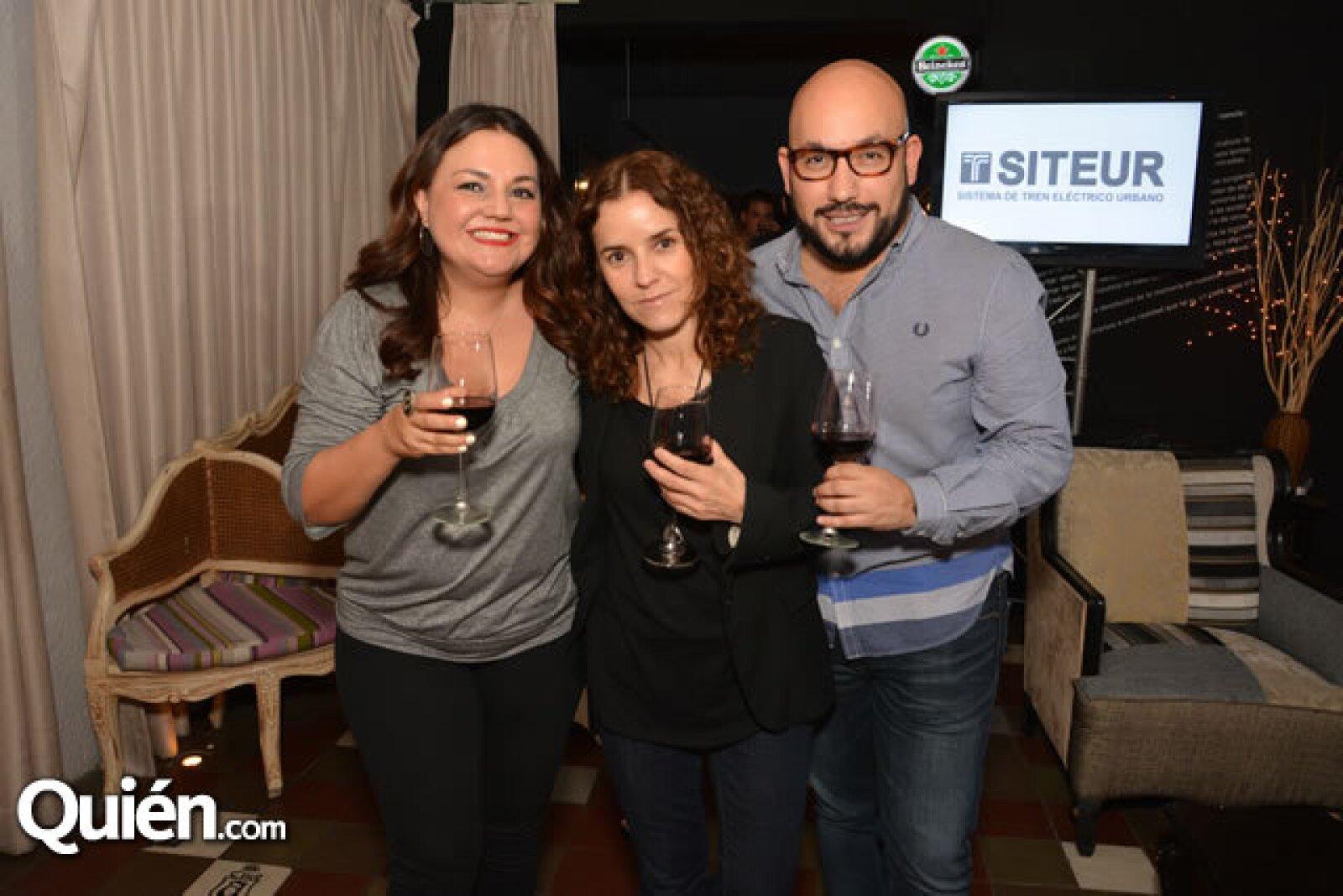 Cristina Rosell,Zara Valenzuela,Paulo Orendain