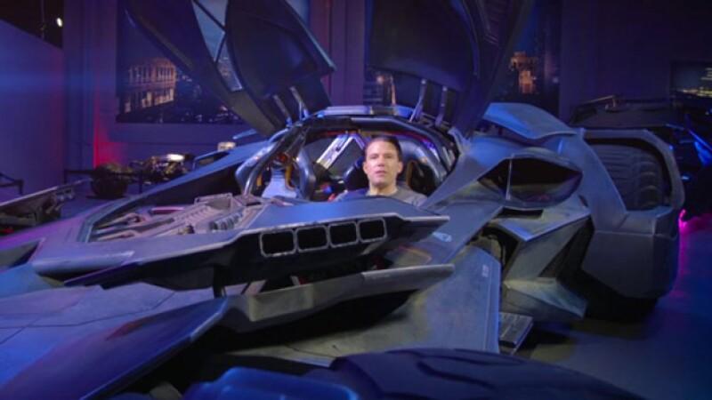 El actor se subió a escondidas al Batimóvil que formaba parte del tour y cuando el guía les preguntó quién creen que ganaría, si Batman o Superman, respondieron Superman y... ¡apareció Ben!