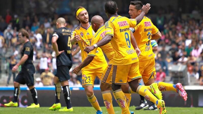 Los jugadores de Tigres lograron sacar un empate que les supo a victoria en el estadio Olímpico Universitario