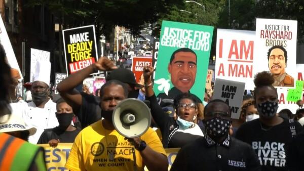"""""""Hartos de que nos maten"""", así se vivieron las marchas antirracismo en Atlanta"""