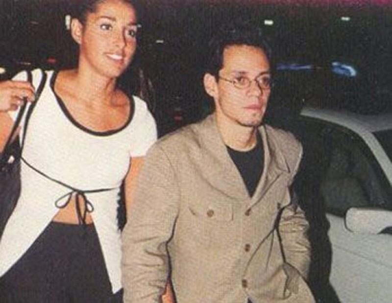 En esta foto el cantante aparece con Debbie Rosado, una policía con la que tuvo un hijo.