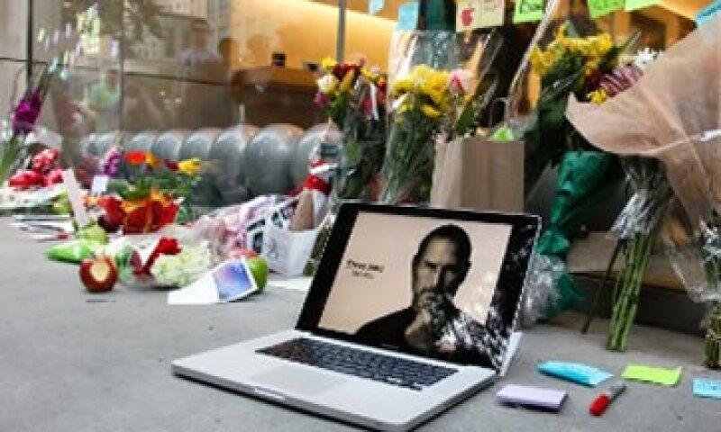 Las tiendas de Apple rindieron homenaje a su fundador.  (Foto: Cortesía Fortune)