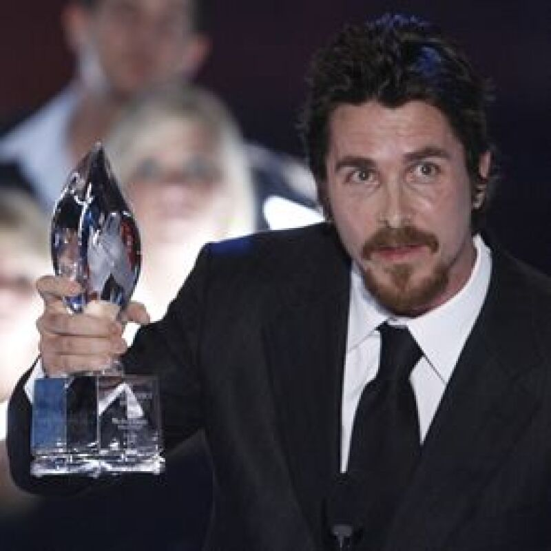 El protagonista de 'El Caballero de la Noche' ganó el premio por el mejor enfrentamiento en pantalla entre Batman y El Guasón en la 35ta edición de los Premios People Choice.