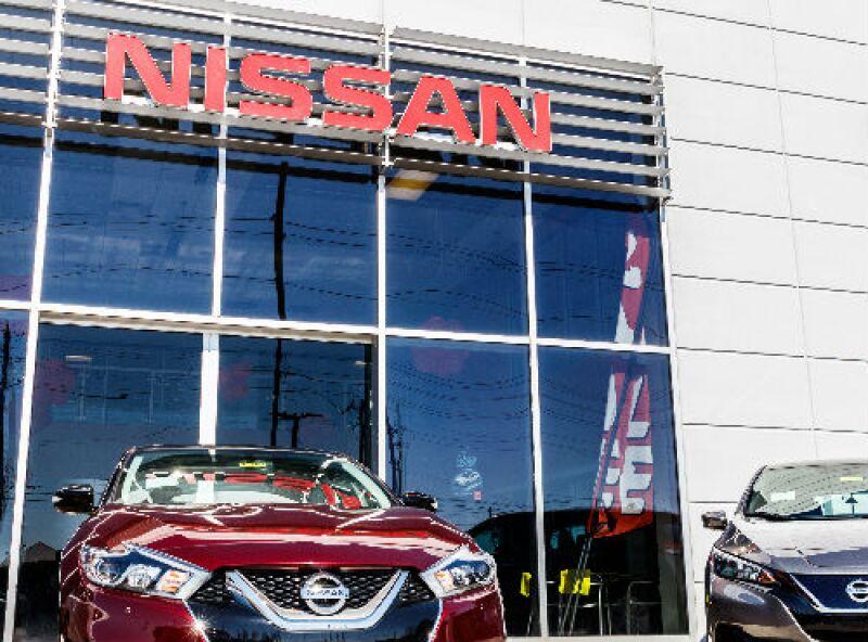Nissan agencia de autos