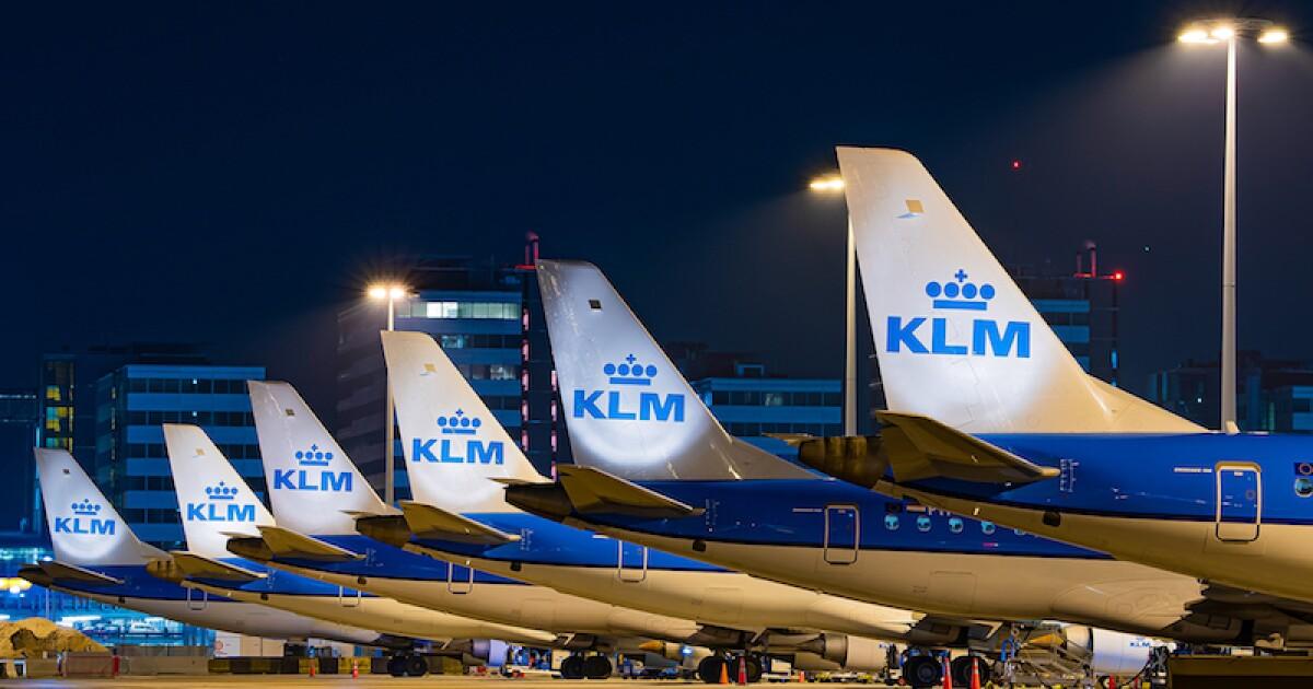 KLM eliminará 1,000 empleos por restricciones debido a la nueva cepa de COVID-19