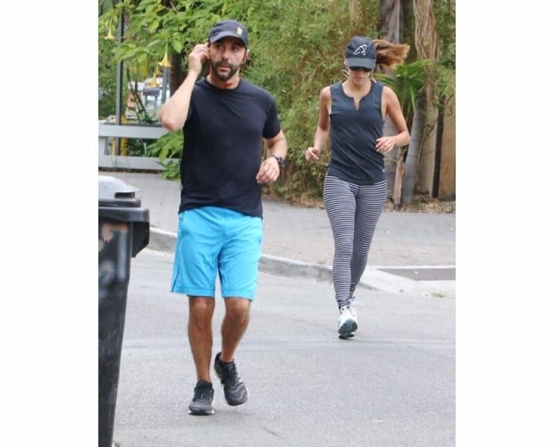 La actriz estadounidense y el empresario mexicano fueron captados este fin de semana ejercitándose juntos en calles cercanas a su vecindario de Los Ángeles.