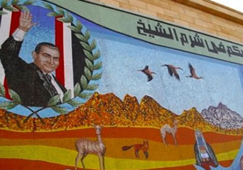 En sus más de tres decenios en el poder la familia Mubarak pudo haber acumulado una cantidad de bienes gigantesca. (Foto: AP)