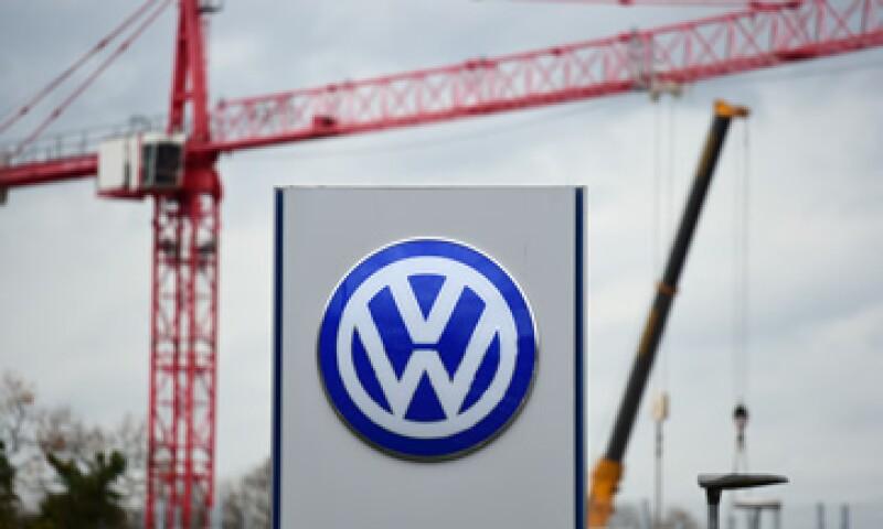 VW reconoció haber equipado millones de motores diésel con un programa informático capaz de falsificar las mediciones de emisiones de óxido de nitrógeno. (Foto: AFP)