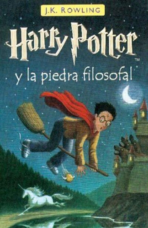 Se trata de uno de apenas 200 ejemplares de la primera edición de Harry Potter y la Piedra Filosofal, publicada con envoltorios ilustrados por la editorial de Londres Bloomsbury.