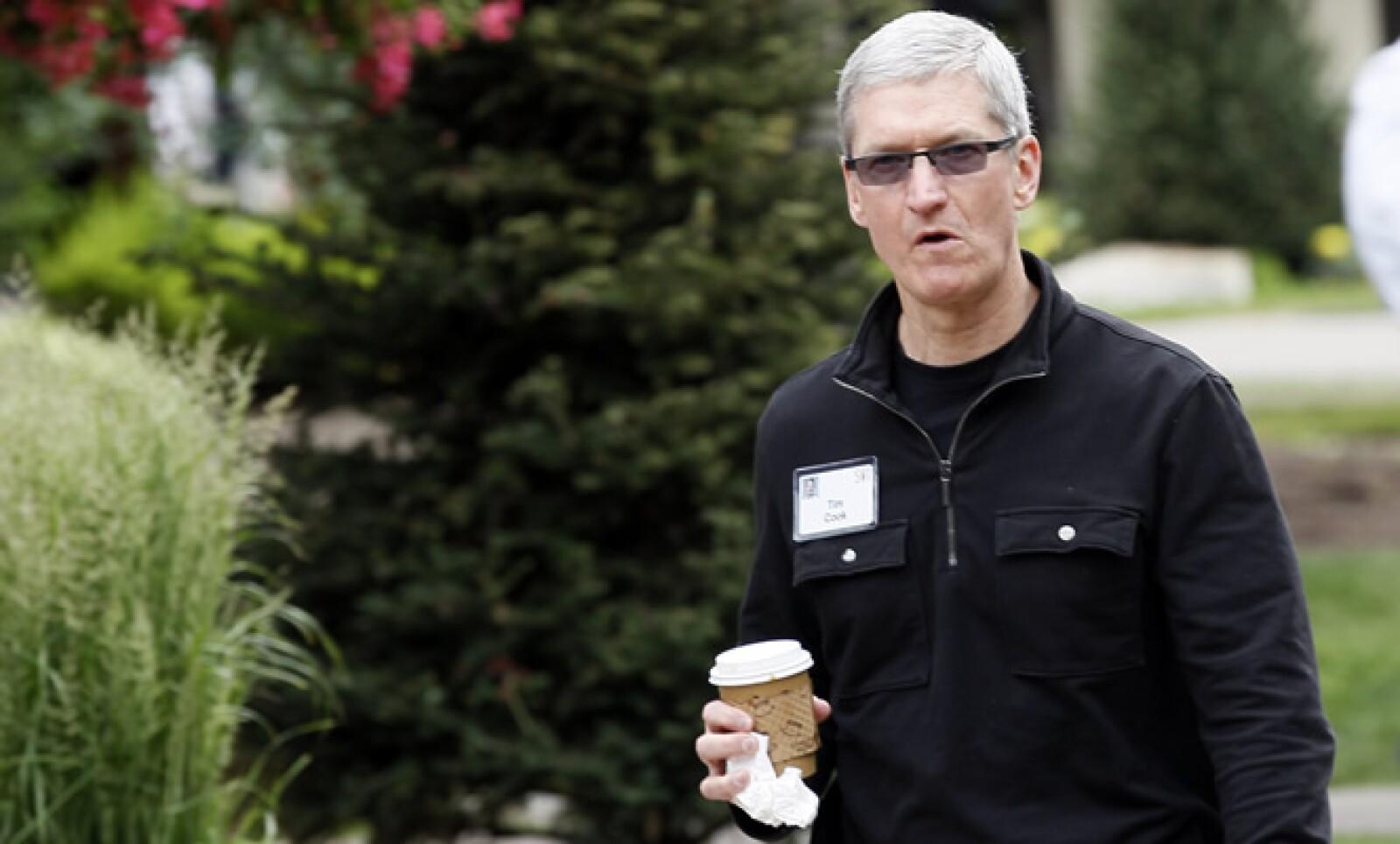 Tim Cook, CEO de Apple, en su camino rumbo a una conferencia en Sun Valley.