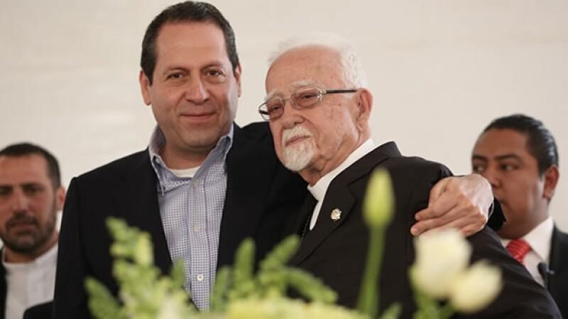 El gobernador del Estado de México Eruviel Ávila (izquierda) junto al arzobispo Antonio Chedraoui