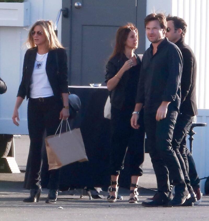 Jennifer Aniston fue una de las exclusivas invitadas a la fiesta y llegó acompañada de su prometido Justin Theroux.