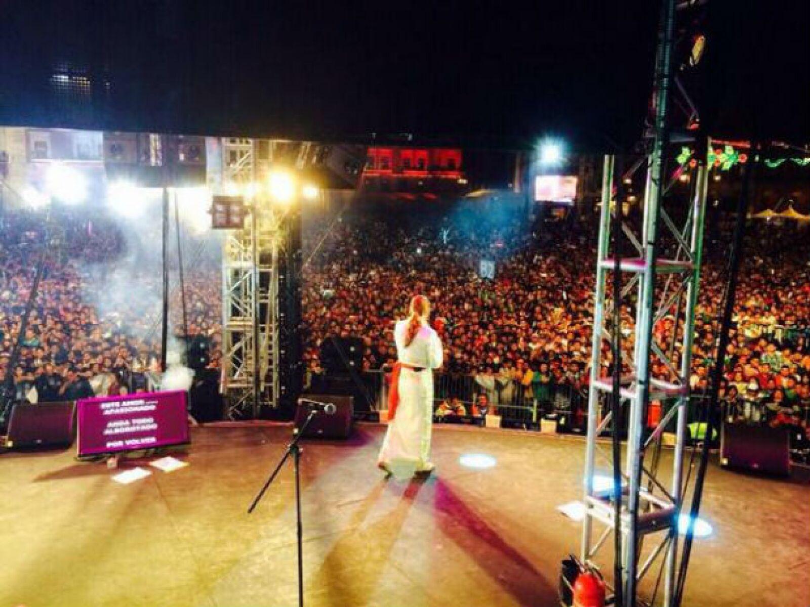 Lucero cantó ante más de 100 mil personas en el Zócalo Capitalino.
