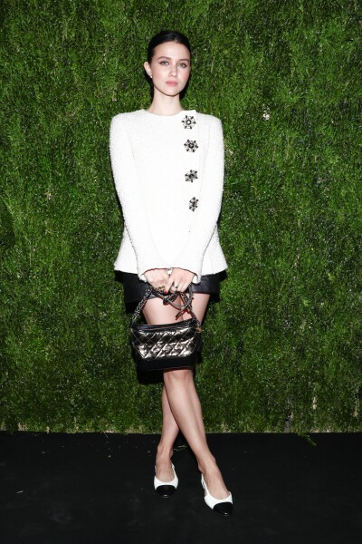 En el luncheon de Chanel, Julia Goldani Telles, trae un look on point de mademoiselle Coco