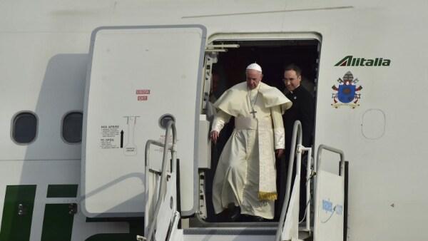 El papa Francisco llega a Panamá en plena crisis venezolana