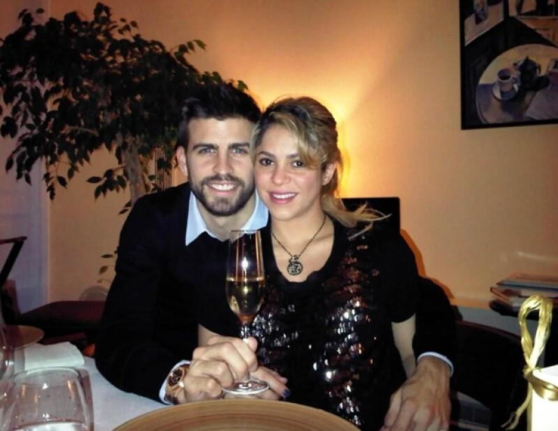 Shakira y Piqué brindan por el 2013
