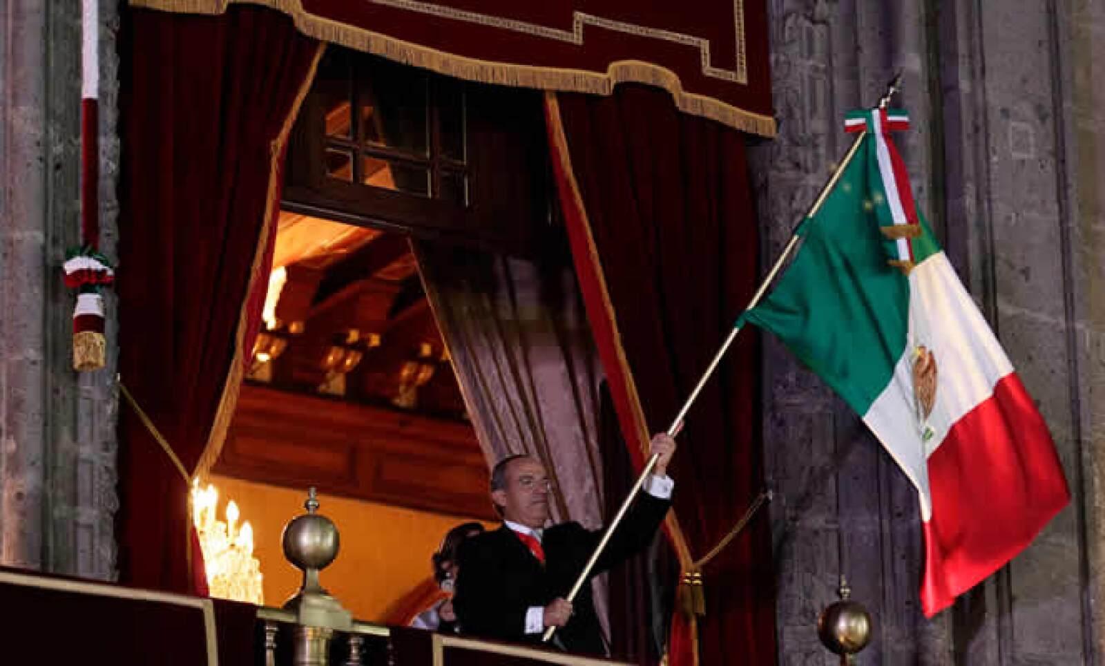 El presidente Felipe Calderón emuló el famoso grito de Dolores, con el cual hace 200 años empezó el proceso de Independencia.