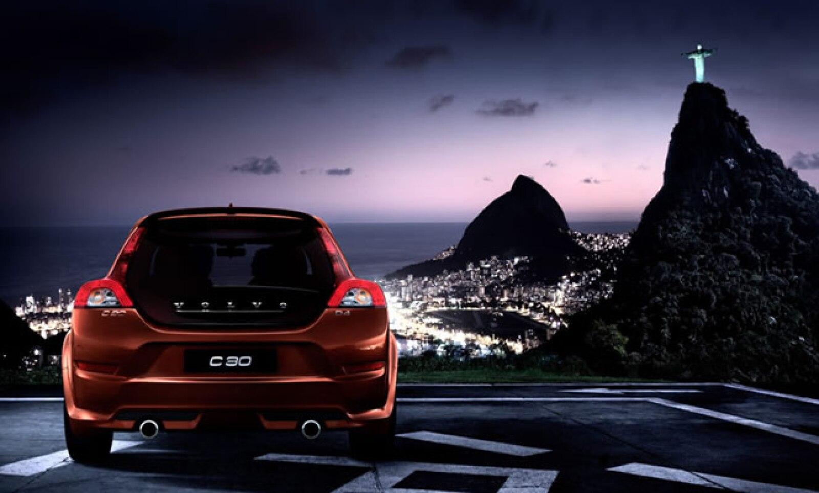 Tras su comercialización en otras regiones, llega a México el Volvo C30 2011, un compaco mediano con grandes líneas y  forma.