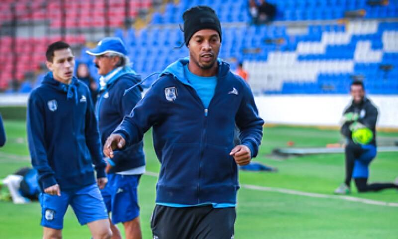 Ronaldinho podría permitir a Vázquez Aldir aprovechar el mercado de millones de fanáticos del futbol en EU. (Foto: tomada de twitter.com/10Ronaldinho )