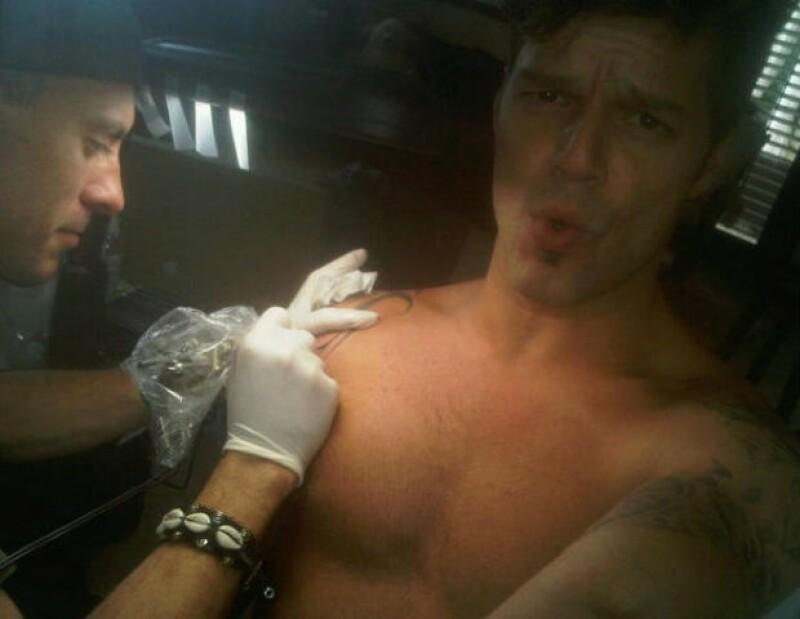 Los tatuajes de Ricky Martin le hacen recordar su lado espiritual, aunque no dejan de doler en el proceso.