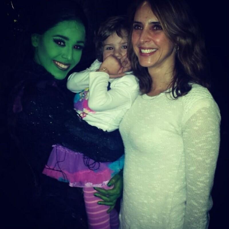 """Irán levó a Irka a disfrutar el musical """"Wicked"""" y a tomarse la foto del recuerdo con Danna Paola."""