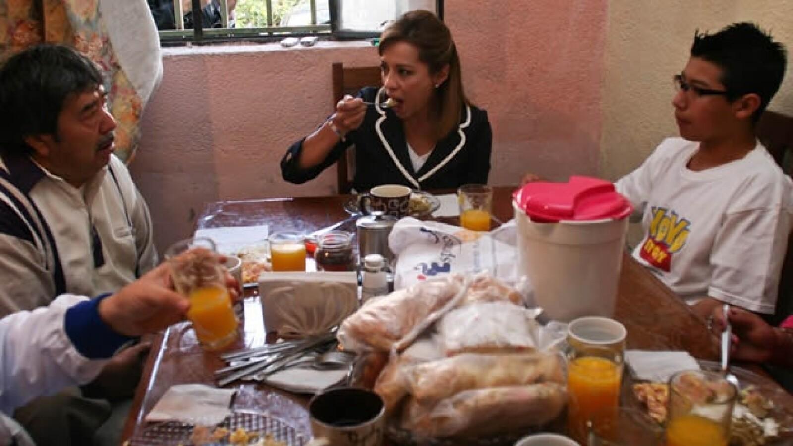 Josefina Vazquez Mota desayunando