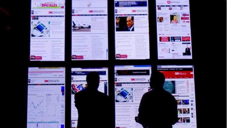 La primera entrega de los Premios CNNExpansión a Lo Mejor del e-Bussines, se llevó a cabo el martes 8 de noviembre de 2011 en la Ciudad de México. Al llegar, los invitados podían observar pantallas con los portales de CNN en tiempo real.