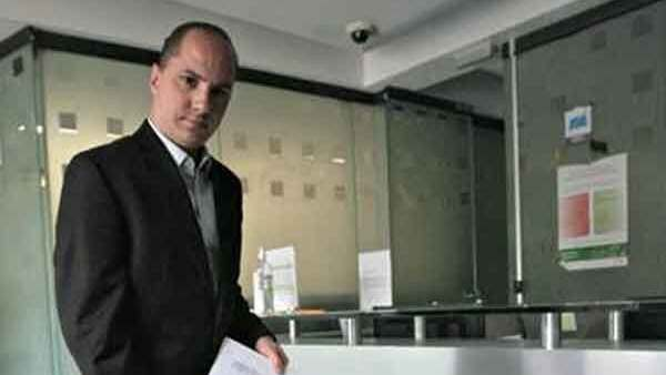 en contra del delegado de Prospera en #Veracruz, Alejandro Baquedano.