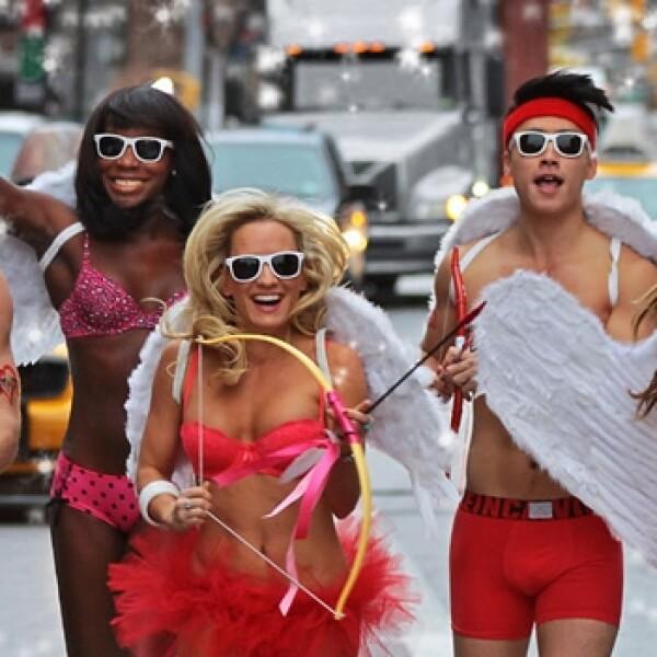 participante de una carrera corren en ropa interior
