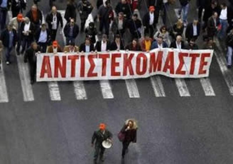 Los manifestantes chocaron con la policía en el centro de Atenas. (Foto: Reuters)