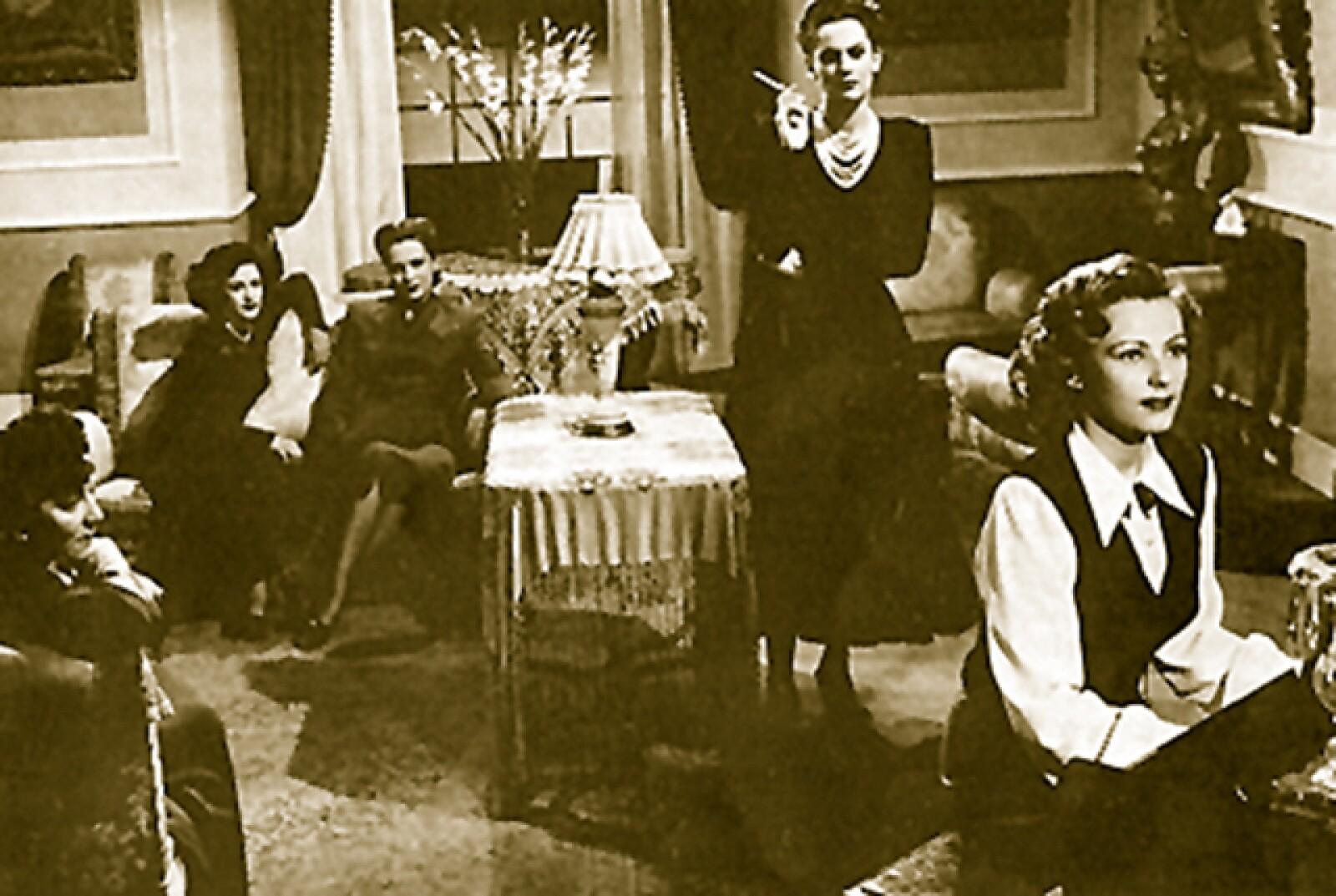 Fanny Schiller, Carmen Montejo, Rosario Granados, Gloria Lozano y Miroslava en una escena de la película Secreto entre mujeres.