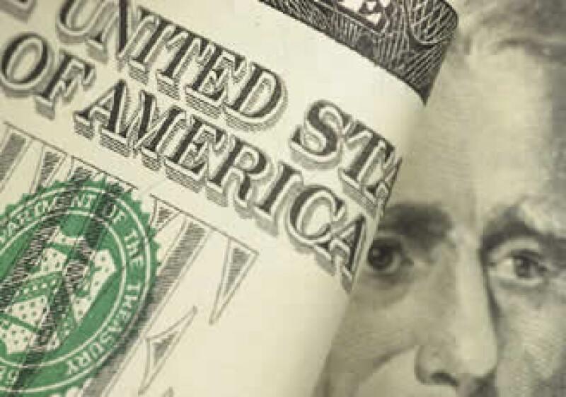 El dólar avanzó frente al peso ante la expectativa por el futuro de la Ley de Ingresos 2010. (Archivo)