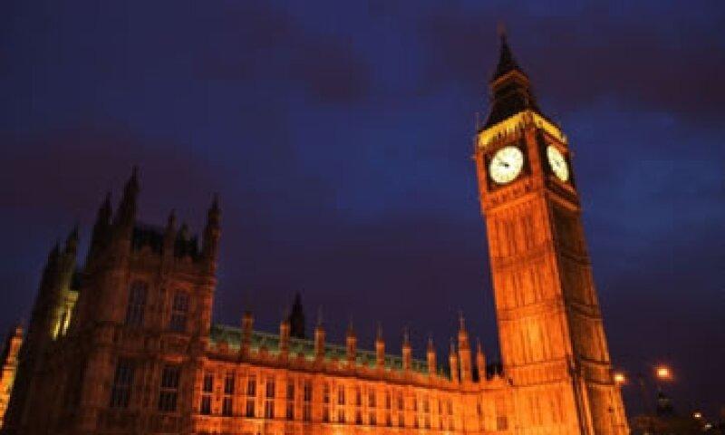 El lento crecimiento y alto desempleo aumenta la presión sobre el Gobierno británico. (Foto: Thinkstock)