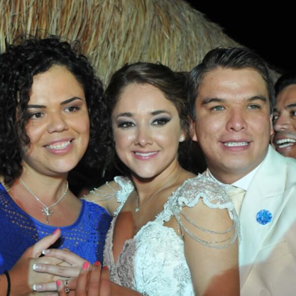 Mariana Gómez del Campo, Sherlyn y Gerardo Islas.