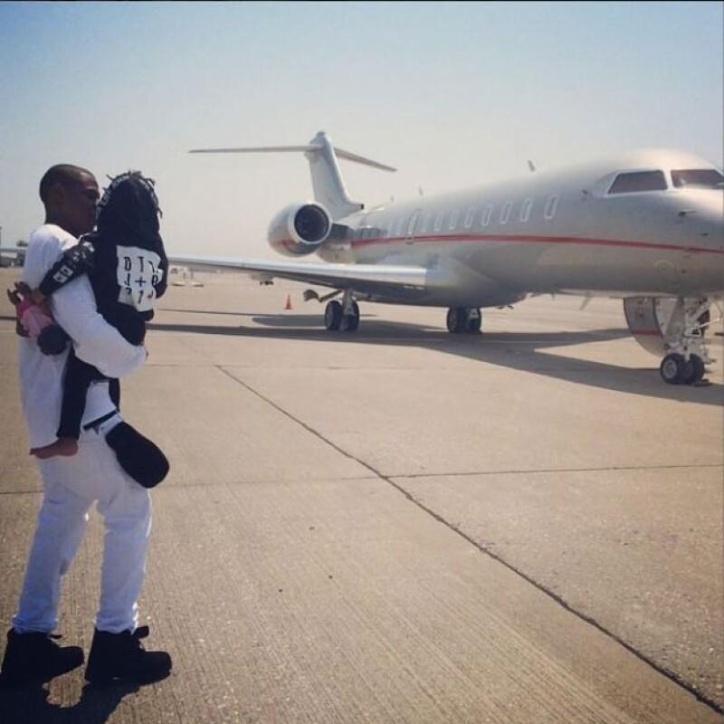La popular pareja ha decidido descansar unos días en la mansión que la actriz posee en Los Ángeles.