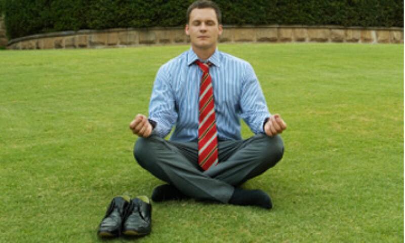La meditación es una práctica que ayuda a reducir la ansiedad y el estrés recientemente utilizada por empresas financieras en EU. (Foto: Thinkstock)