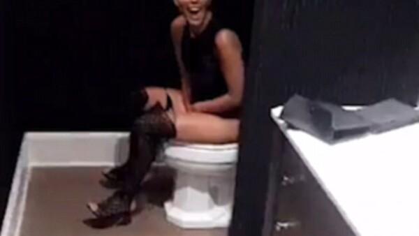 Durante la fiesta de Kylie Jenner, la mayor de las Kardashian sufrió un momento embarazoso que su hermana no dudó en compartir en Snapchat.