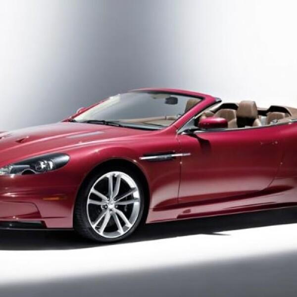 Tiene una velocidad máxima controlada electronicamente de 307 km/h.