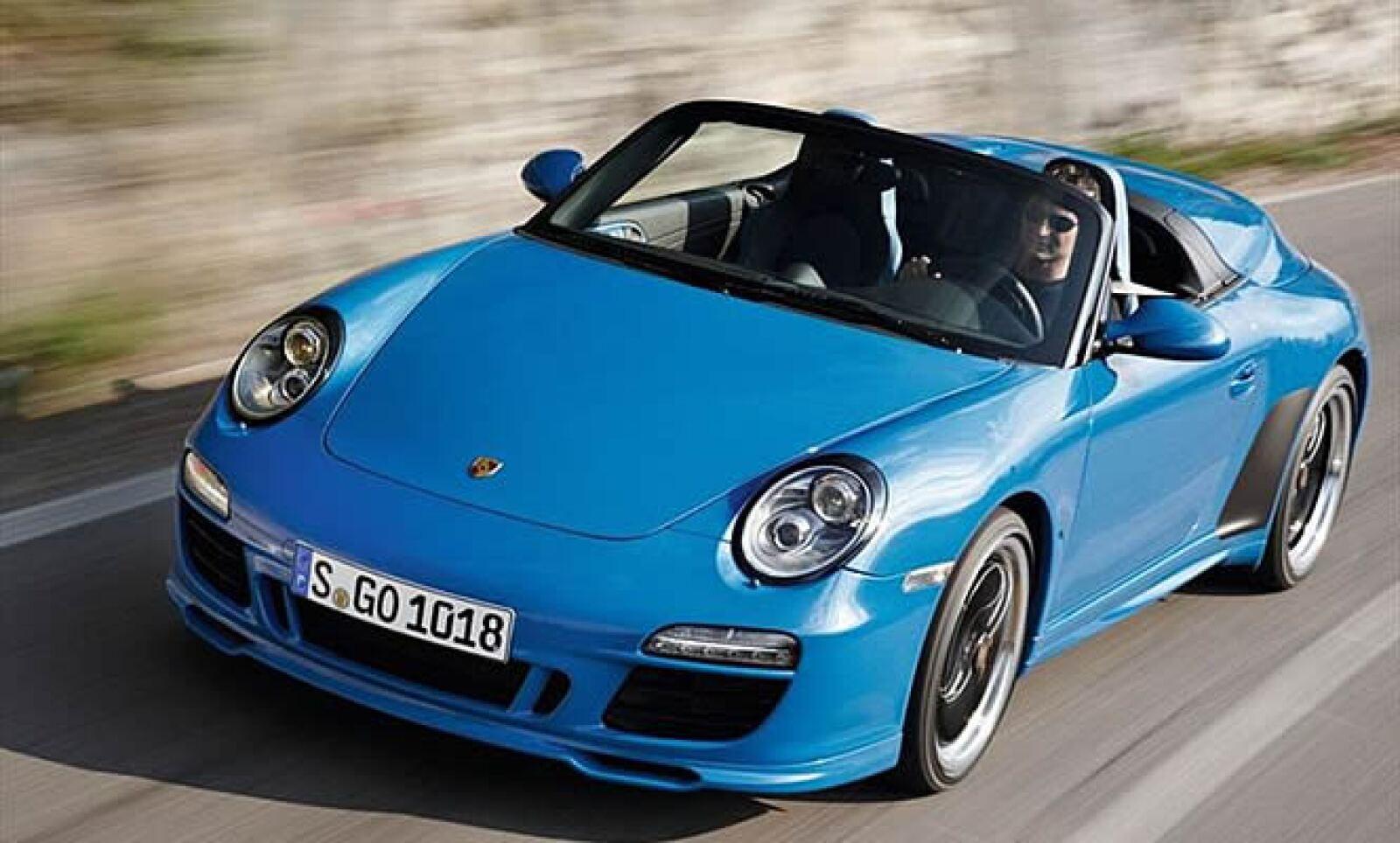 La alemana Porsche le exprime todavía más jugo a su emblemático 911, en esta ocasión con una edición limitada a 356 unidades (en honor al Porsche 356, que fuera el primero en ser denominado como Speedster).
