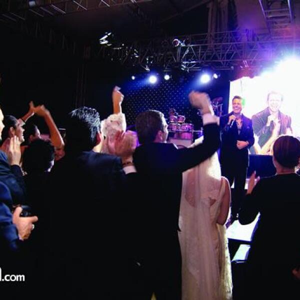 """Durante el espectáculo, los asistentes no dejaron de corear y bailar los éxitos de """"El Sol"""" ."""