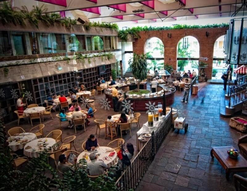 El hotel La Nueva Estancia es un hotel tipo boutique ubicado en el blvd. más importante de León, el López Mateos. Aquí una foto de su lobby y restaurante, de alta cocina.