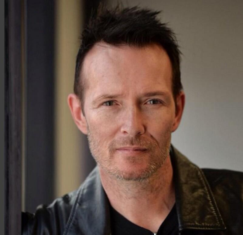 A los 48 años de edad, el rockero perdió la vida mientras viajaba en  autobús en el que viaja a Minnesota para continuar con el tour de su actual grupo The Wildabouts.