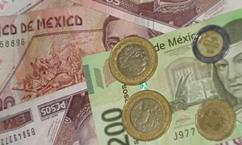En su valor a 24 horas, la moneda mexicana avanzó 19.25 centavos a 13.27 por dólar. (Foto: Karina Hernández)