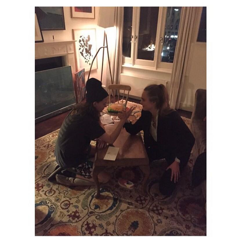 Eliot es amiga de Cara Delevingne, al igual que de las famosas cantantes Lykke Li y La Roux.