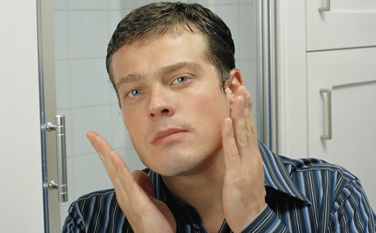El rasurado es un proceso traumático para la piel, así que hay que darle una serie de cuidados posteriores según tu complexión. La loción sin alcohol es para pieles grasas y debe aplicarse con golpecitos.